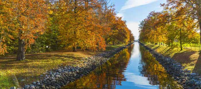 fall is a wonderful time to enjoy shopping, dining, and the wonderful sights in Newtown, Bucks County PA